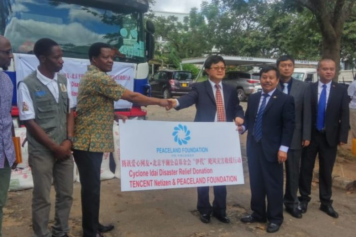 Chinese Donates to Cyclone Idai Survivors