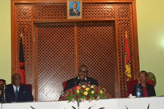 Mutharika Warns Cabinet Over Corruption